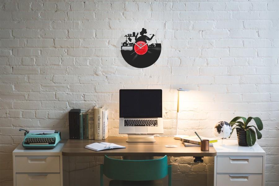Kitchen laikrodis iš perdirbtos vinilinės plokštelės